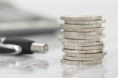 Finans och staplade mynt Royaltyfri Bild