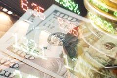 Finans som packar ihop begrepp Euromynt, oss dollarsedelnärbild Abstrakt bild av det finansiella systemet med selektivt Arkivfoto
