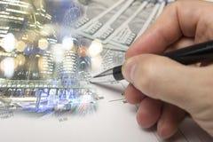 Finans som packar ihop begrepp Euromynt, oss dollarsedelnärbild Abstrakt bild av det finansiella systemet med selektivt Royaltyfri Foto