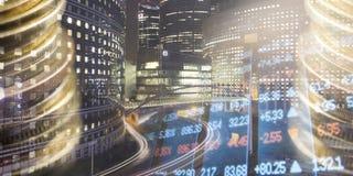 Finans som packar ihop begrepp Euromynt, oss dollarsedelnärbild Abstrakt bild av det finansiella systemet med selektivt Royaltyfri Bild
