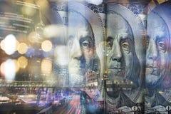Finans som packar ihop begrepp Euromynt, oss dollarsedelnärbild Abstrakt bild av det finansiella systemet med selektivt Royaltyfri Fotografi