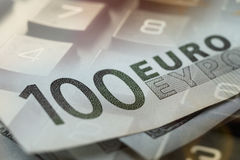 Finans som packar ihop begrepp Euromynt, oss dollarsedelnärbild Abstrakt bild av det finansiella systemet med selektivt Fotografering för Bildbyråer