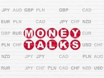 Finansbegrepp: Pengar talar på väggbakgrund Arkivfoto