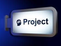 Finansbegrepp: Projektera och Head med kugghjul på affischtavlabakgrund Royaltyfri Foto
