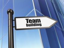 Finansbegrepp: tecken Team Building på byggnadsbakgrund Royaltyfria Foton