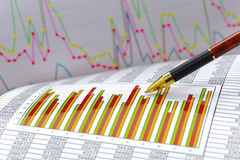 Finanse i obliczenie przy rynkiem papierów wartościowych zdjęcie royalty free