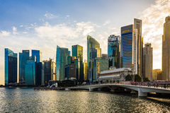 Finansiell byggnad för Singapore Cityscape med det dramatiska molnet Arkivfoto