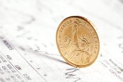 finansiell graf för myntdollar Arkivfoto