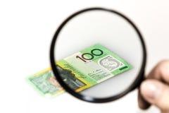 Finansiell noggrann undersökning royaltyfri fotografi