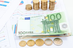 Finansiell och affärsdiagram och grafer Royaltyfria Foton