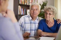 finansiell pensionär för rådgivarepar royaltyfri foto