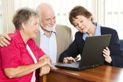 finansiell pensionär för rådgivningpar Royaltyfria Bilder