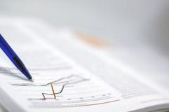 finansiell rapport för affär Arkivfoton