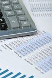 finansiell rapport för räknemaskin arkivbilder