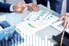 Finansiell tillväxtgraf Â-försäljningsförhöjning, begrepp för marknadsföringsstrategi royaltyfria bilder