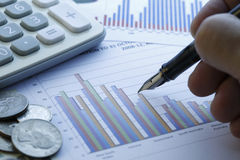 Finansiella data som analyserar - materielbild Royaltyfri Bild