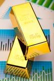Finansiella indikatorer, diagram, guld- stång Royaltyfria Bilder