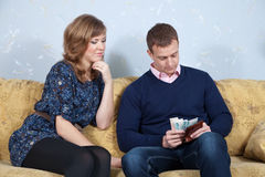 finansiella problem för familj royaltyfri bild