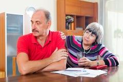 Finansiella problem i familj Arkivbilder