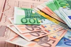 finansiella tidningsanmärkningar för euro Royaltyfri Bild