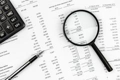 Finansiellt affärspapper Arkivfoton