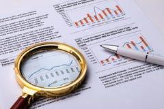 Finansiellt graf och diagram Royaltyfria Bilder