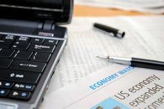 finansiellt investeringmateriel för analys Arkivbild