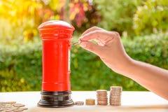 Finansiellt sparande pengarbegrepp för affär Arkivfoto
