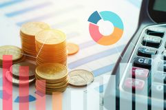 Finansowa kapitałowa bankowość i księgowości pojęcie, pieniądze monety na p Zdjęcie Stock