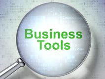 Finansowy pojęcie: Biznesów narzędzia z okulistycznym szkłem Obrazy Stock