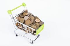 Finansowy pojęcie, monety w zakupy tramwaju Obraz Royalty Free