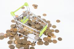 Finansowy pojęcie, monety w zakupy tramwaju Zdjęcie Royalty Free