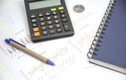 Finansowy tło z targowymi dane i tajlandzkim skąpaniem obrazy stock