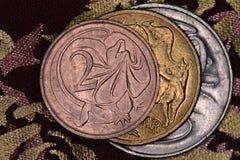 Finanspyramid - australiermynt som staplas på de royaltyfri foto