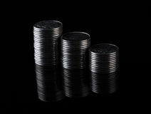 Finansreflexion och affärsvinst metallmynt Fotografering för Bildbyråer