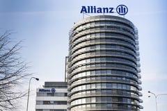 Finanz- und die Versicherungsgruppe Allianz-Logo auf dem Gebäude der tschechischen Allianzs hat Hauptsitz Stockfotografie