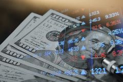 Finanza, contante concetto Euro monete, primo piano della banconota del dollaro americano Immagine astratta del sistema finanziar immagini stock