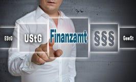 Finanzamt im deutschen Steuerbehörde-Konzepthintergrund wird gezeigt Stockbild
