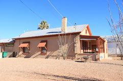 Finanzanzeige, Arizona: Alter Westen - historisches Adobe-Haus (1882) stockbilder