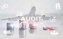 Finanzas de la auditor?a que depositan concepto La exposici?n doble acu?a el fondo financiero y del negocio fotos de archivo