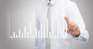 Finanzas derechas del gráfico del tacto de la mano de la postura del hombre de negocios aisladas Fotos de archivo libres de regalías