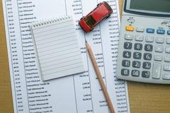 Finanzas sobre concepto del coche imagenes de archivo