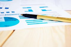Finanzas y carta del mercado de acción Fotografía de archivo libre de regalías