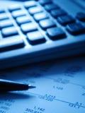 Finanzberichte mit calcu Stockfoto