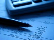 Finanzberichte mit calcu Lizenzfreie Stockfotos