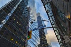 Finanzbezirk an der Dämmerung Stockbilder