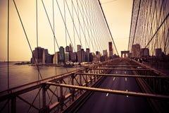 Finanzbezirk von der Brooklyn-Brücke Stockfoto