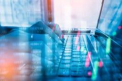 Finanzbuchhaltung der Doppelbelichtungsgeschäftsleute Analyse Lizenzfreies Stockfoto