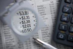 Finanzdiagramme Vergrößerungszahlen Lizenzfreie Stockfotos