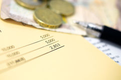 Finanzdokumente und Bargeld Stockfotografie